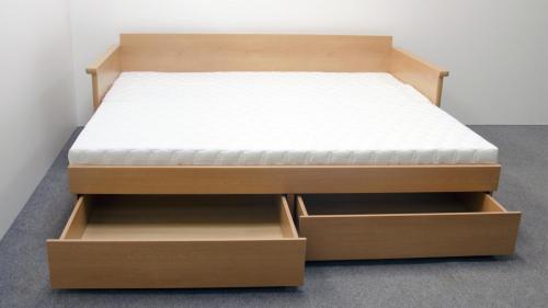 rozkladaci-postel-z-lamina-Cora-2